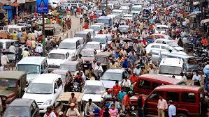 autos en calle atascada